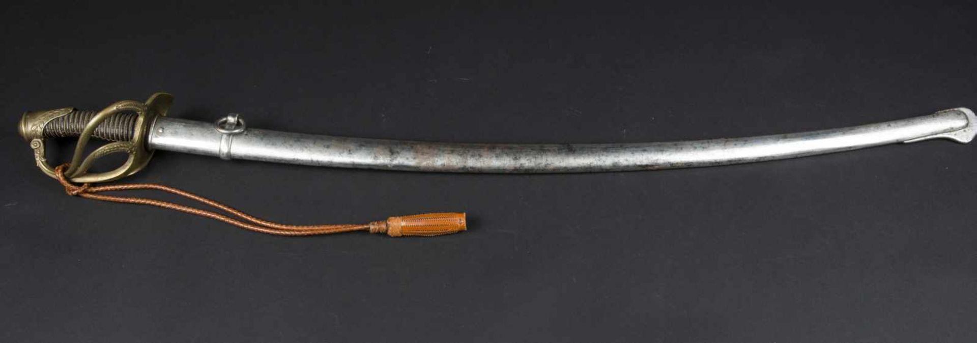 Lot de trois sabres officier de cavalerie légère 1822-1882 bon état, avec dragonne à cordon tressé - Bild 2 aus 4
