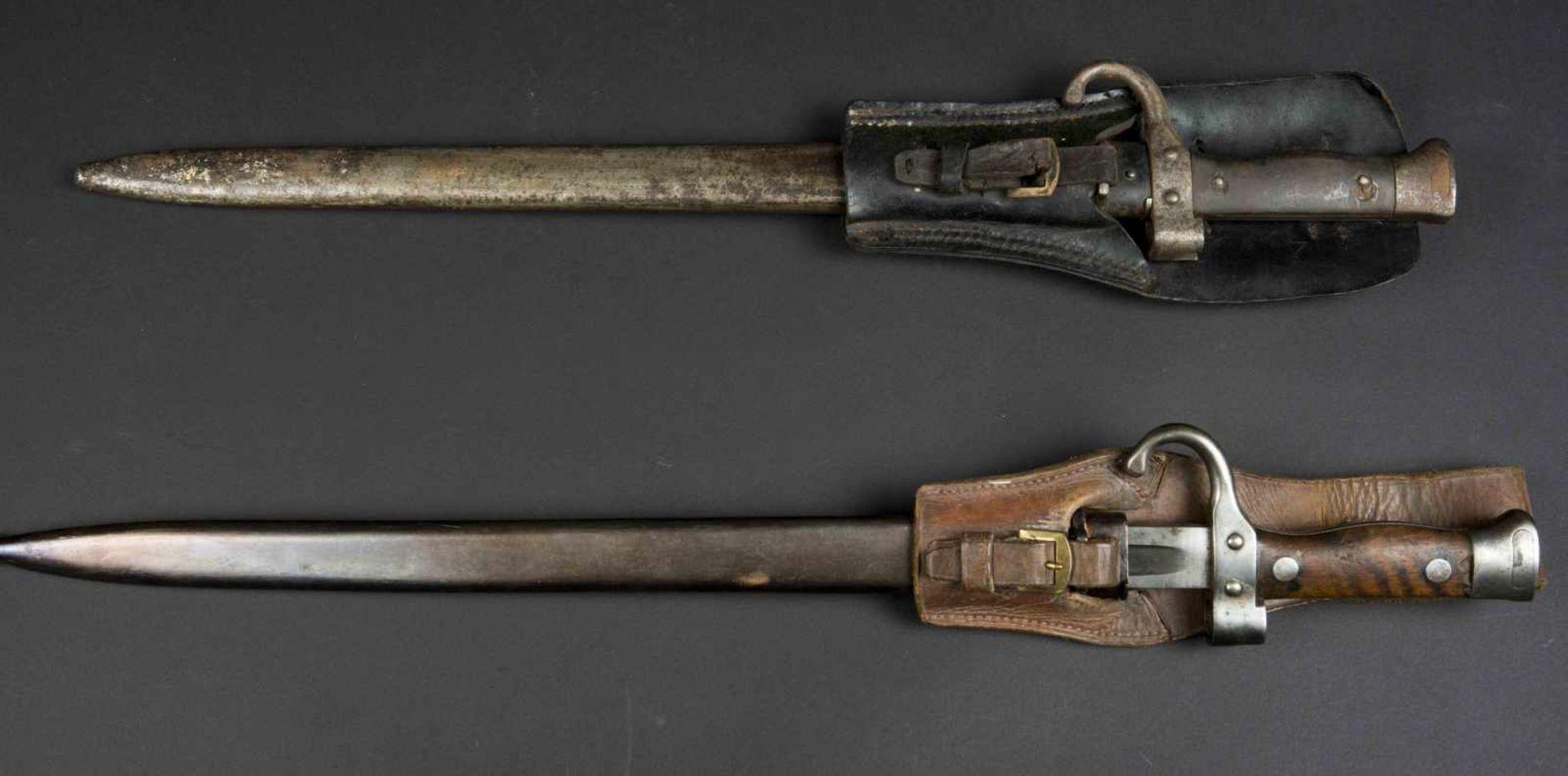 Lot de deux baïonnettes modèle 1892 pour mousqueton bon état et état moyen, porte-épées modèle - Bild 3 aus 4