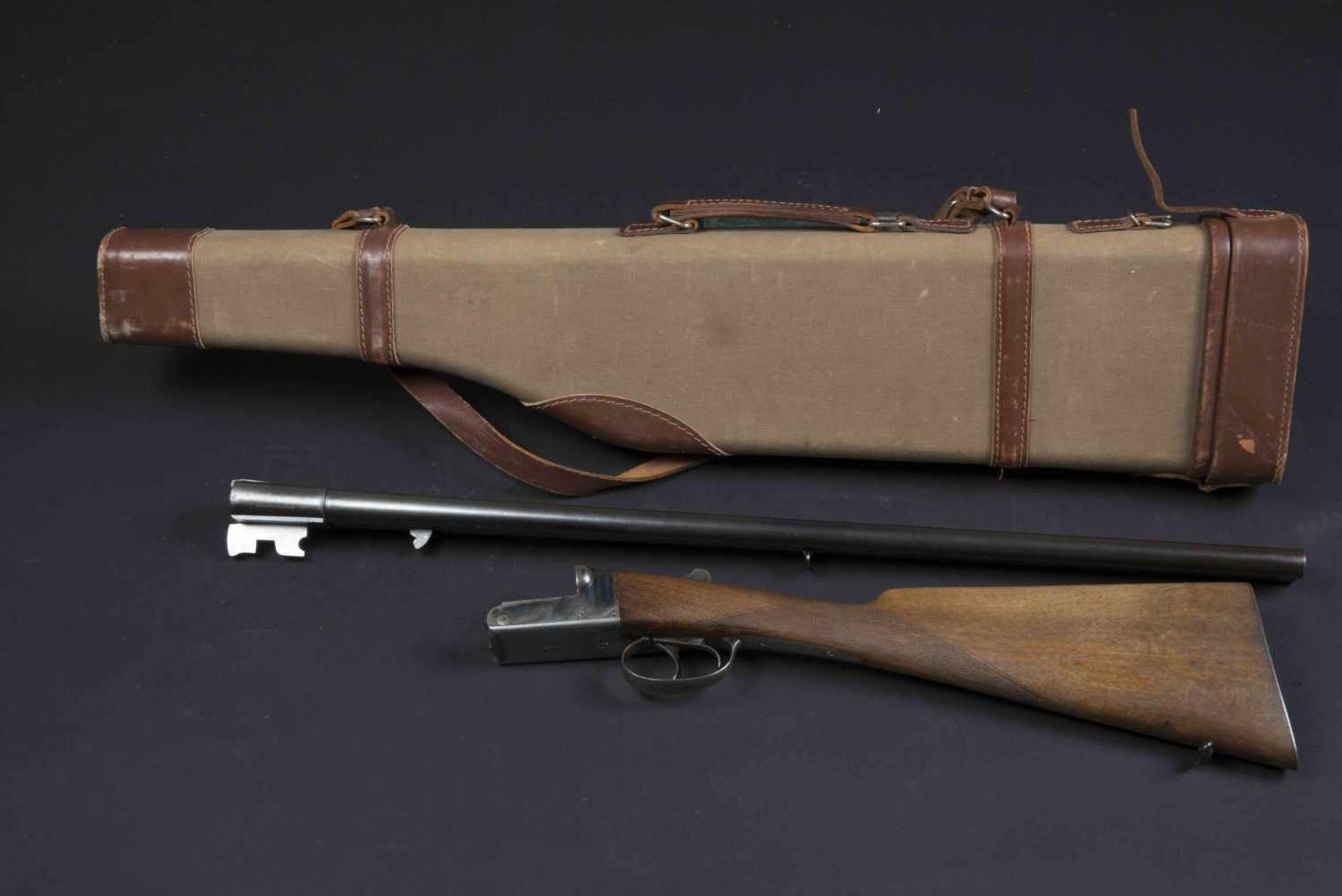 Fusil de chasse Costo Catégorie C Calibre 16 rayé, numéro 206939. On y joint une housse de transport