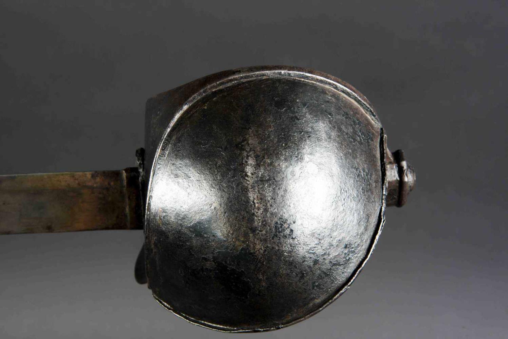 Sabre d'abordage XIXème Tout en métal, fourreau manquant. Fabrication de la Manufacture de - Bild 4 aus 4