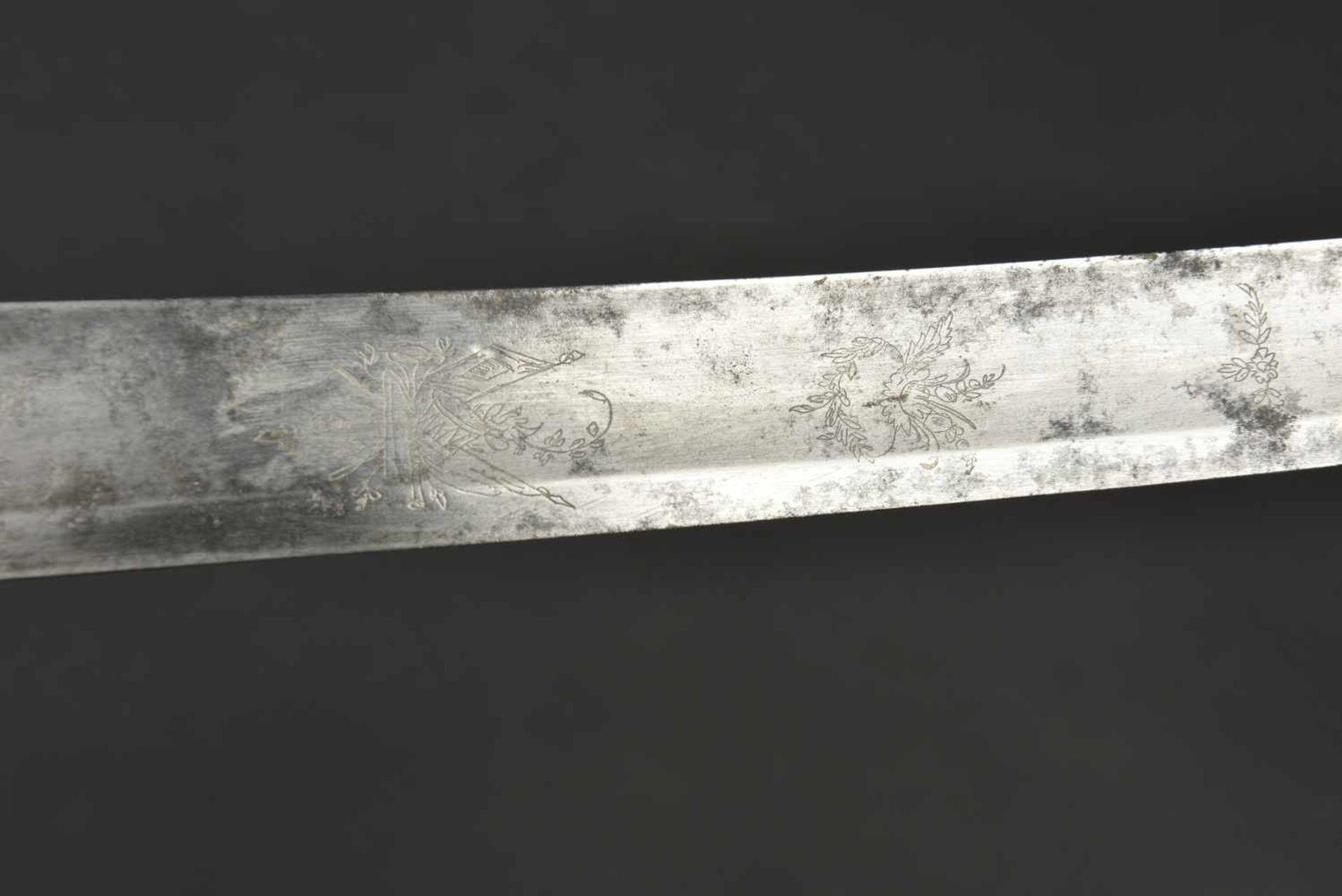Sabre type premier empire Poignée de couleur noir, nombreuses fissures. Garde en laiton. Lame courbe - Bild 4 aus 4
