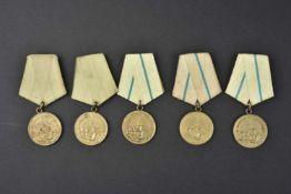 Lot de 5 médailles pour la défense de Leningrad. Complètes et en bons états. Cette pièce provient de