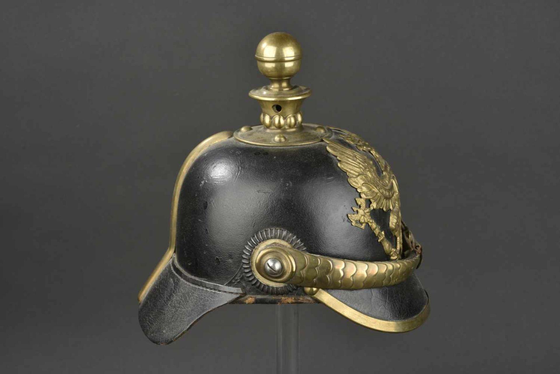 PRUSSE Casque d'artilleur modèle 1871 Bombe en cuir épais, Garnitures laiton. Ce type de casque se - Bild 3 aus 4