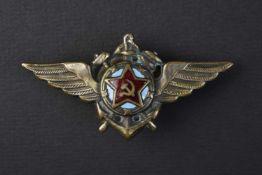 Insigne type 1944 de pilote de l'aéronavale Complet bel état. Cette pièce provient de la