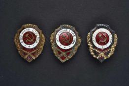 Lot de 3 insignes d'excellent fantassin. Complets bons états. Cette pièce provient de la