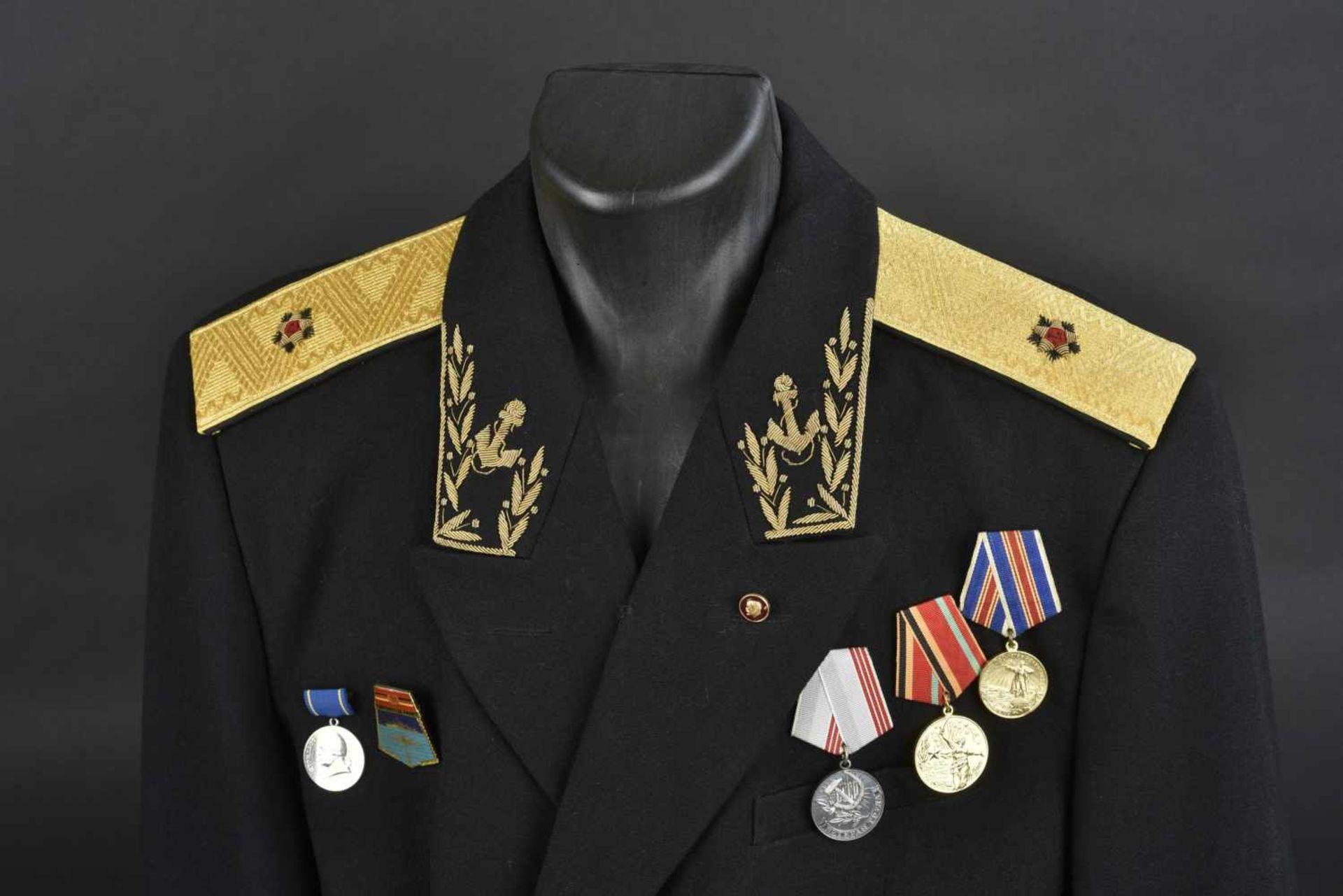 Uniforme de Contre amirale soviétique, année 1975 Vareuse en tissu noir, grades de col brodés en fil - Bild 2 aus 4