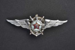 Insigne type 1944 de pilote ingénieur de l'aéronaval. Complet bel état. Cette pièce provient de la