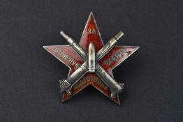 Insigne d'excellent artilleur 1920. Cette pièce provient de la collection Philippe Rio. Son livre