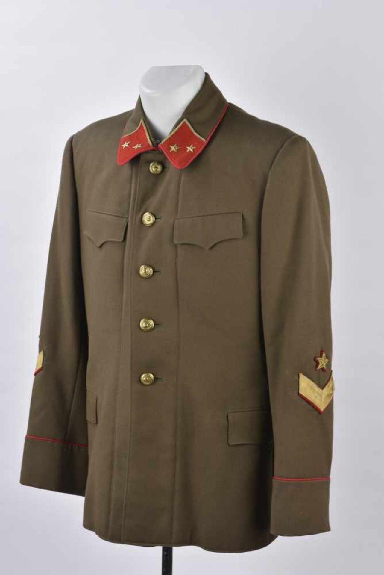 Vareuse de général modèle 1935/40 Pattes de col de major général. Cette pièce provient de la