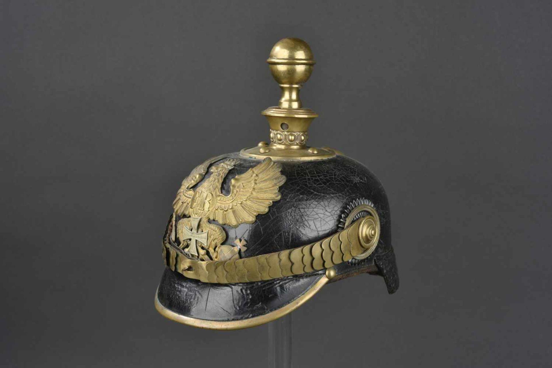 PRUSSE Casque d'artilleur modèle 1871/99 d'engagé Prussien de réserve Soie de la coiffe absente.