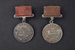 Lot de 2 médailles de mérite au combat type 1, n° 265.206 et 324.121. Cette pièce provient de la