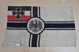 Drapeau de la Kaiserliche Marine provenant de Louvière en Belgique En tissu coton blanc, aigle