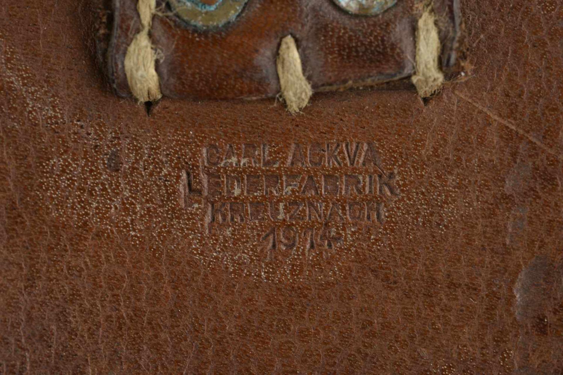 Cartouchière datée 1914 En cuir grenelé marron, trois compartiments. Fabrication Carl Ackva - Bild 3 aus 4