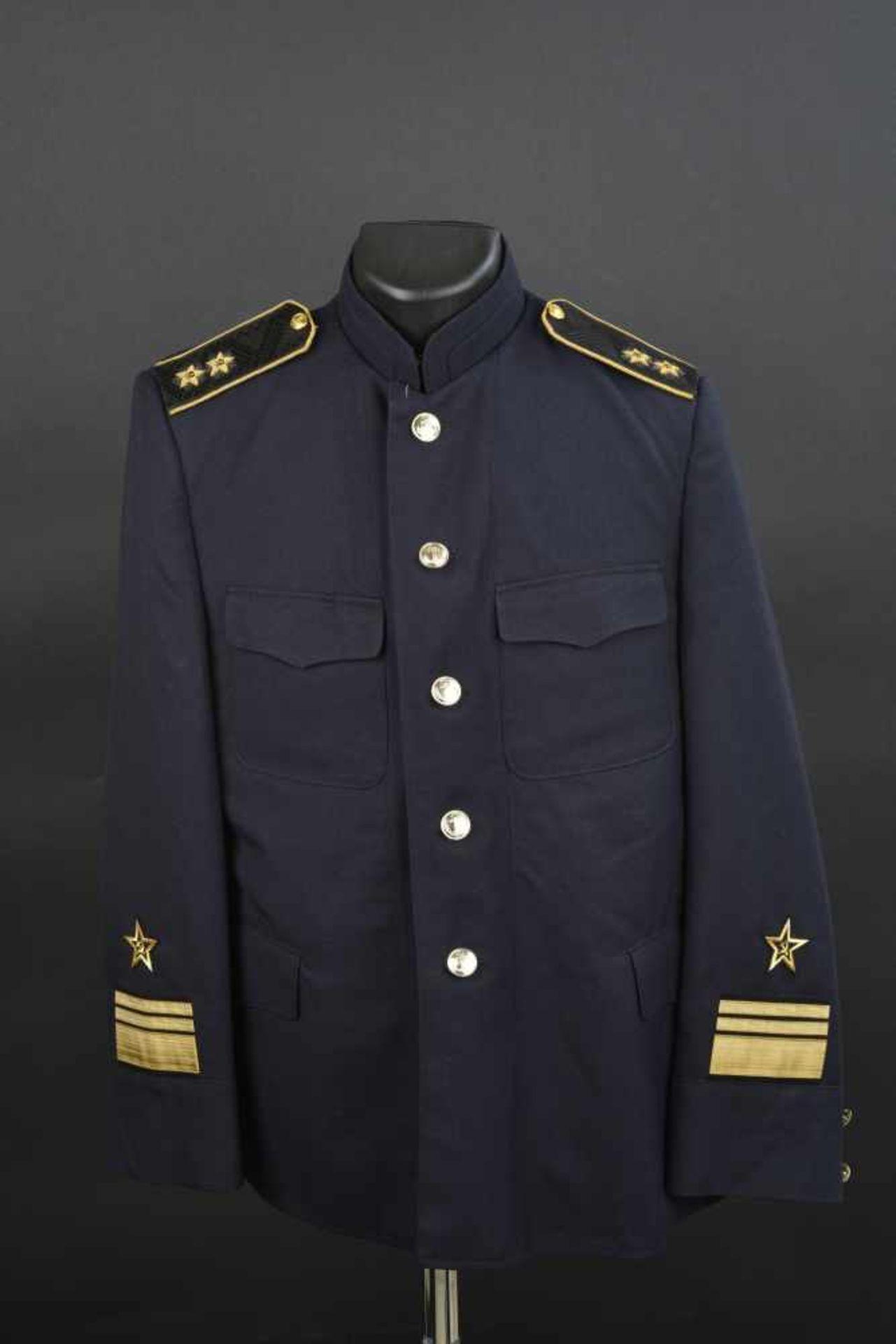 Vareuse de bord de vice-amiral soviétique, année 1990 En tissu bleu, tous les boutons sont présents,