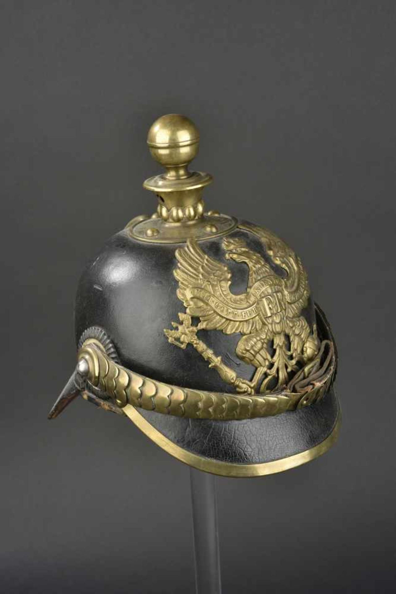 PRUSSE Casque d'artilleur modèle 1871 Bombe en cuir épais, Garnitures laiton. Ce type de casque se - Bild 2 aus 4