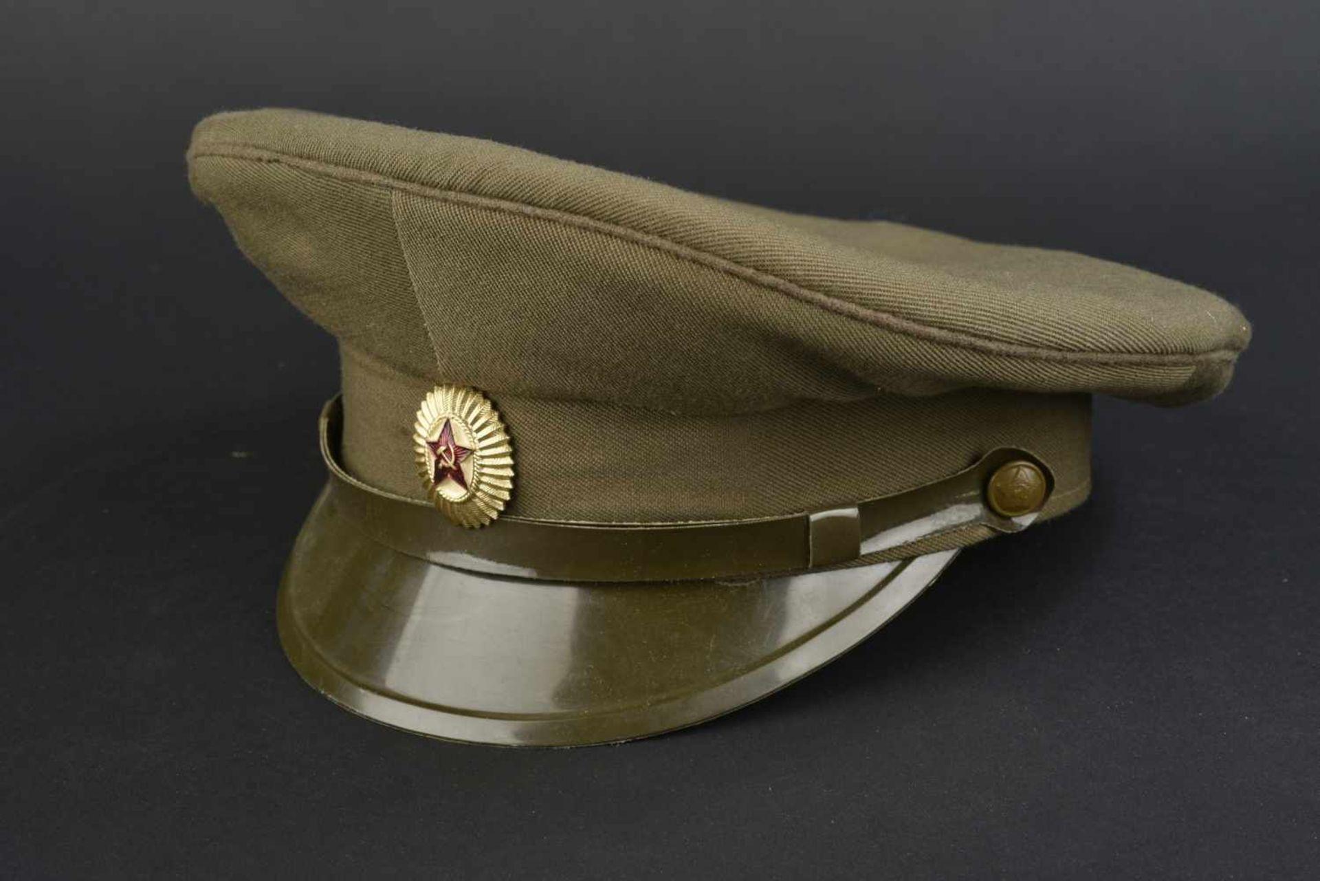 Casquette combat officier soviétique En tissu kaki, insigne métallique. Jugulaire complète. - Bild 2 aus 4