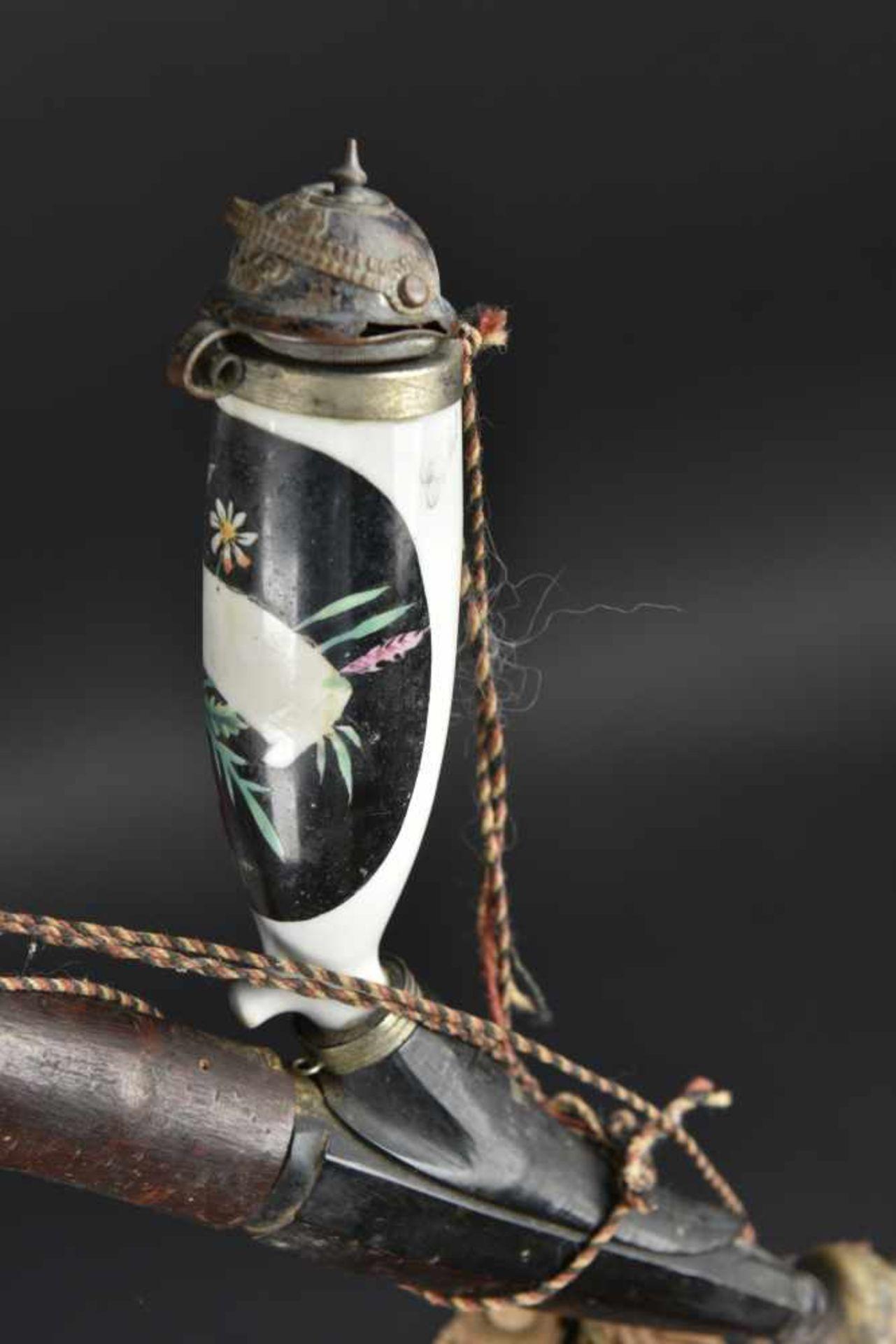 Pipe de réserviste En bois et bois de cerf. Très peu décorée. Cartouches neutralisés décorant une - Bild 2 aus 4
