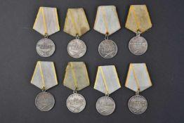 Lot de 8 médailles de mérite au combat type 2, n° 432374 – 513524 – 1.918.992 - 201035 et 2.020.