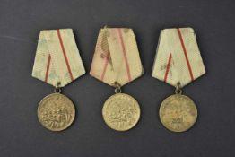 Lot de 3 médailles pour la défense de Stalingrad. Complètes et en bons états. Cette pièce provient