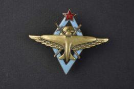 Insigne type 1938, de pilote de l'aviation avec avion et aile doré. Cette pièce provient de la