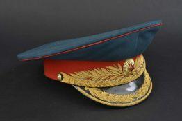Casquette de général d'infanterie soviétique En tissu vert foncé, bandeau rouge, insigne