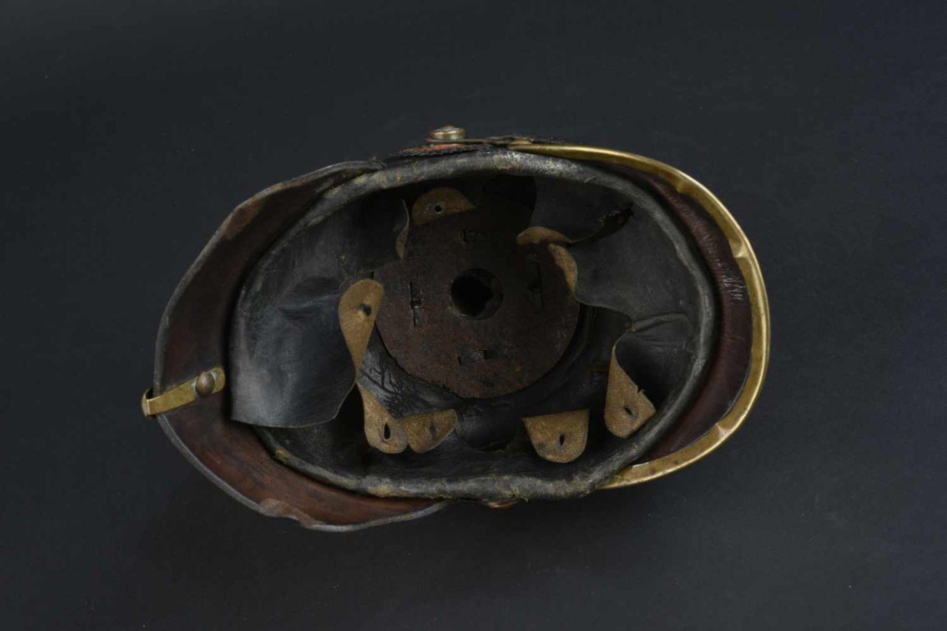 Casque badois 1895 Bombe en cuir, légèrement craquelée. Plaque badoise d origine. Bonnes cocardes. - Bild 4 aus 4