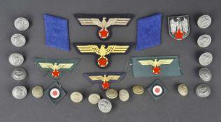 Ensemble d'accessoires d'uniforme de la Kriegsmarine Comprenant 18 boutons de la Kriegsmarine de