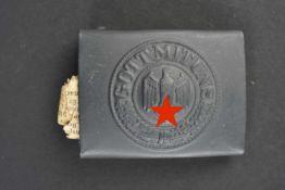 Boucle de ceinturon de l'artillerie côtière provenant de Lorient EN métal, peinture gris/bleu à 99%.