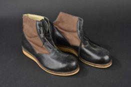 Chaussures de ponts de la Kriegsmarine En toile et cuir. Sept œillets de laçage. Les lacets sont