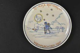 Assiette décorative Weihnachten 1941 Rotterdam En porcelaine blanche, richement décoré. Quelques