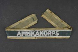 Bande de bras Afrikakorps Marquage Akrikakorps en cannetille argent sur fond vert foncé. Pièce