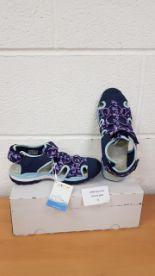 Lot 52 - Geox Respira girls shoes UK 2.5