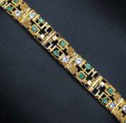 Armband in 750er Gelbgold gearbeitet mit 20 Smaragden, gesamt ca. 1,6 ct und 10 synthetischen