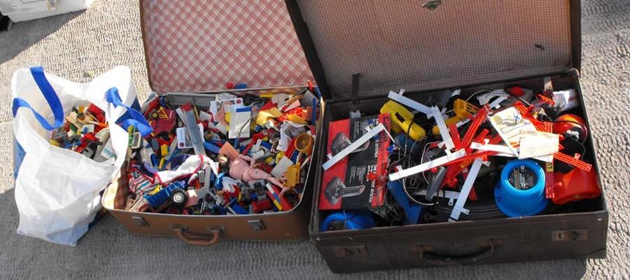 Lot 36 - A large quantity of vintage lego & Scalectrix.
