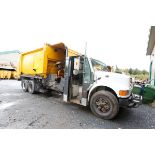 CAMION A REBUS INTERNATIONAL 4900, 10 ROUES, CHARGEMENT LATERAL, BRAS GINGRAS, MOTEUR TD466, BENNE