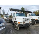 """CAMION """"ROLL-OFF"""" INTERNATIONAL 4900, 60 000 LBS CAP, 200 000 KM, S/N: 1HTSHAAT5TH247720 (1996)"""