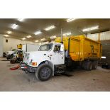 CAMION A REBUS INTERNATIONAL 40S 10 ROUES, CHARGEMENT LATERAL, BRAS GINGRAS, MOTEUR TD466, BENNE