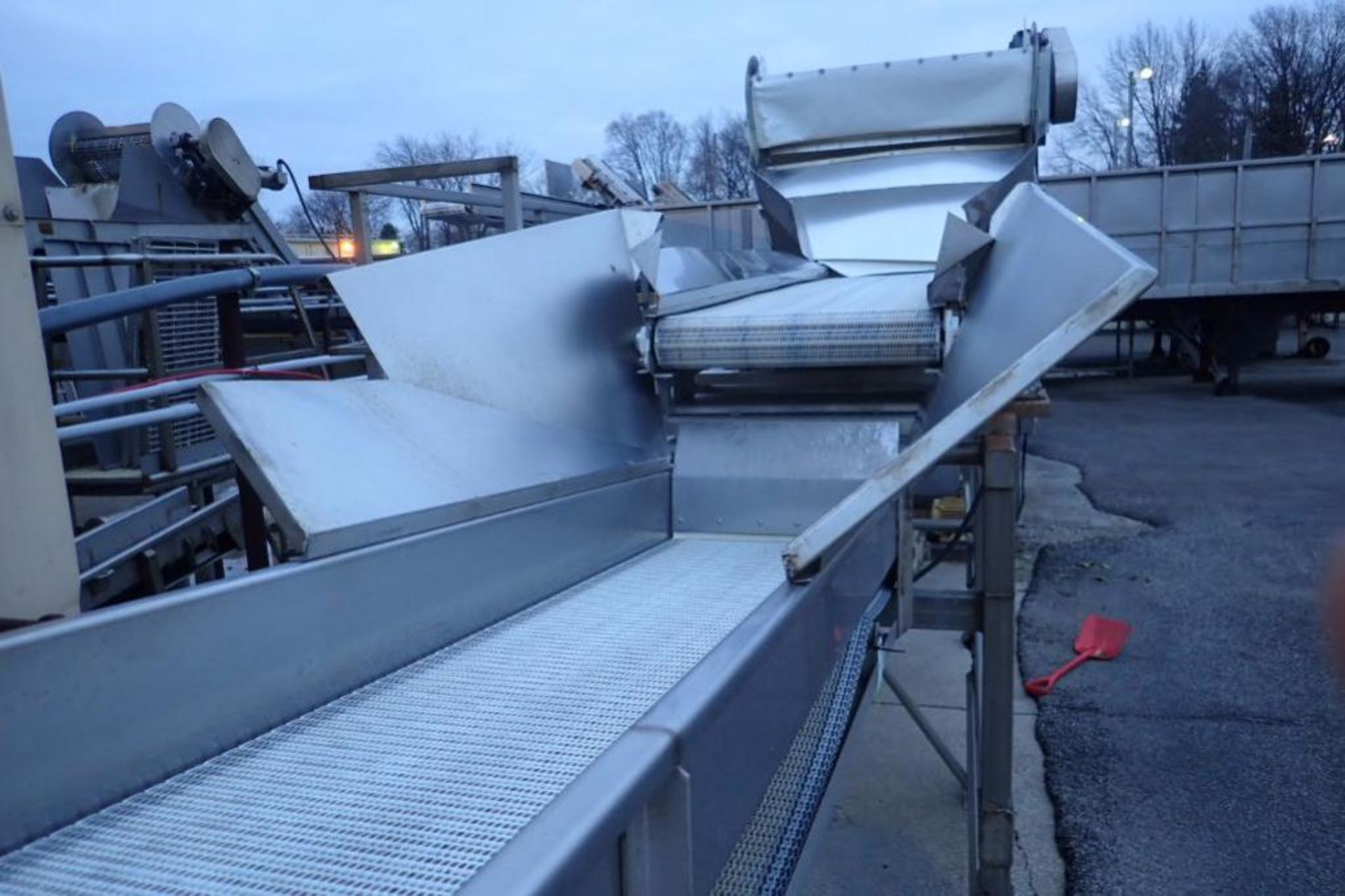 Incline conveyor, 35 ft. long x 24 in. wide x 60 in. infeed x 108 in. discharge, SS frame, motor and - Image 4 of 5