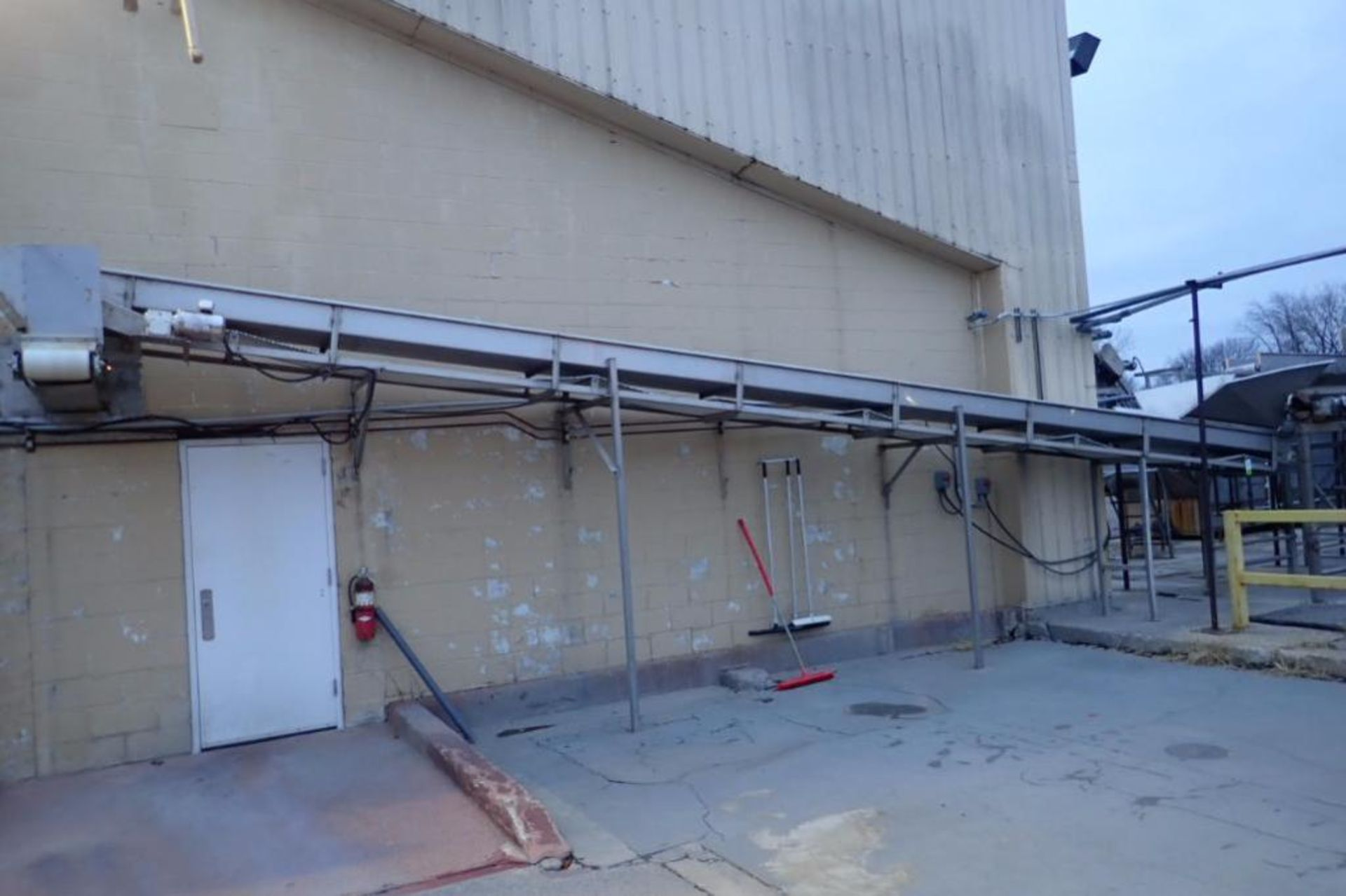Incline conveyor, 35 ft. long x 24 in. wide x 60 in. infeed x 108 in. discharge, SS frame, motor and - Image 3 of 5
