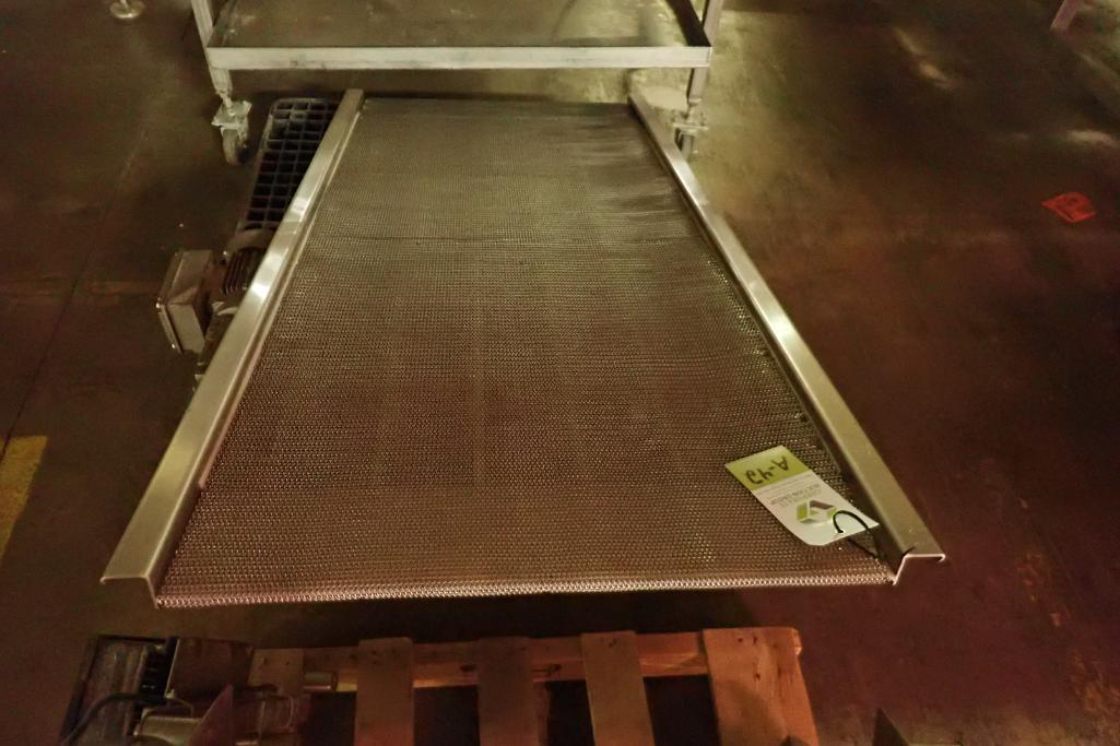 Lotto 42 - Incline conveyor {Located in Indianapolis, IN}