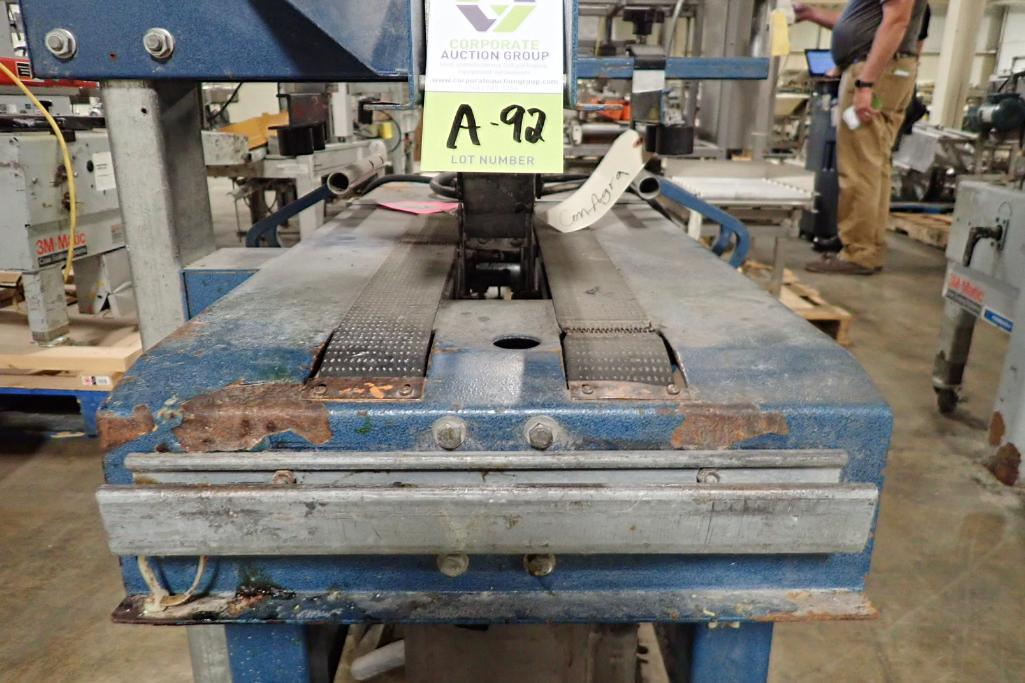 Lotto 92 - Challenger adjustable case sealer {Located in Indianapolis, IN}