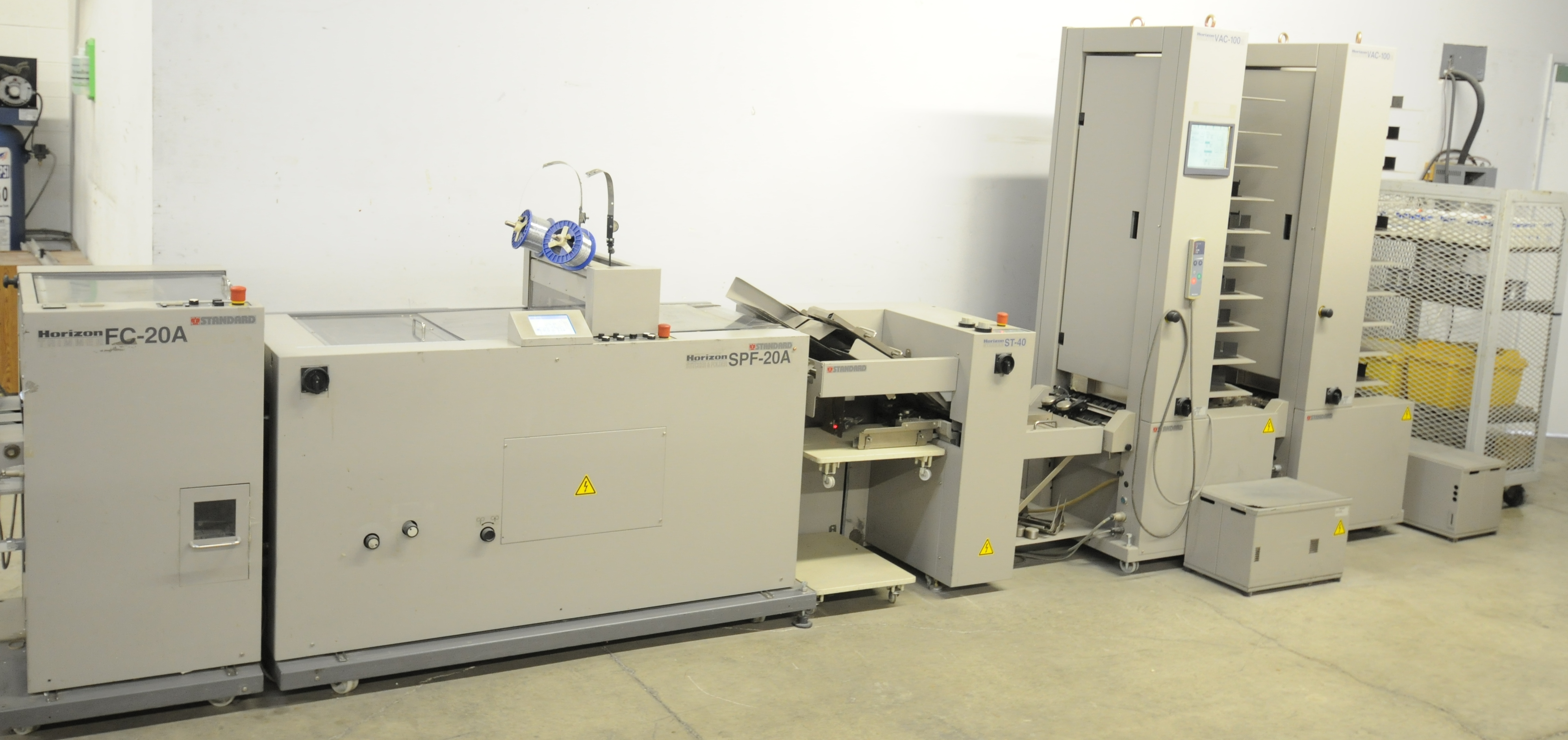 Lot 29 - HORIZON (2004) STANDARD BOOKLET MAKING SYSTEM WITH 3200 BOOKLETS/HOUR CAPACITY, COMPLETE ONE PASS