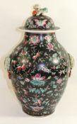 hohe Deckelvase, China, florales Dekor auf schwarzem Grund, Deckel mit Fu-Hund, älter, H-43cm.