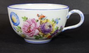 """einzelne Teetasse, """"Meissen"""" Blumenmalerei, blauer Rand, 1.Wahl"""