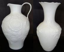 """2x Vasen""""Kaiser"""" weiss mit Reliefdekor, 1x signiert, M.Frey, H-21 und 26 cm"""