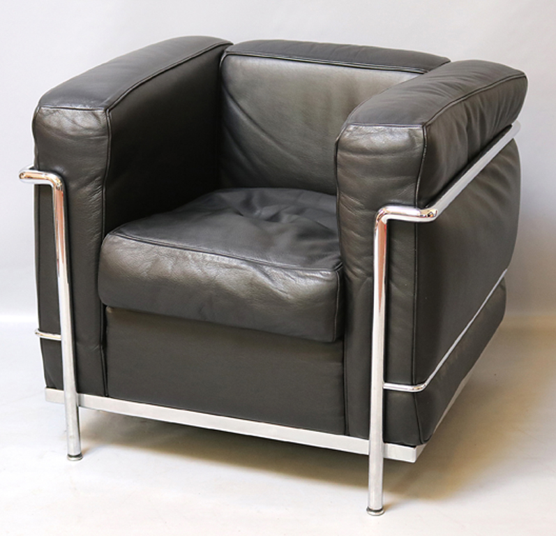 Pair of black lc poltrona chairs of le corbusier for cassina