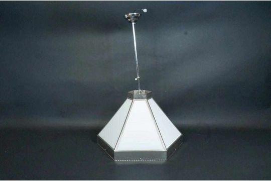 Art Deco Hanglamp : Verchroomde art deco stijl hanglamp met opaline vensters.