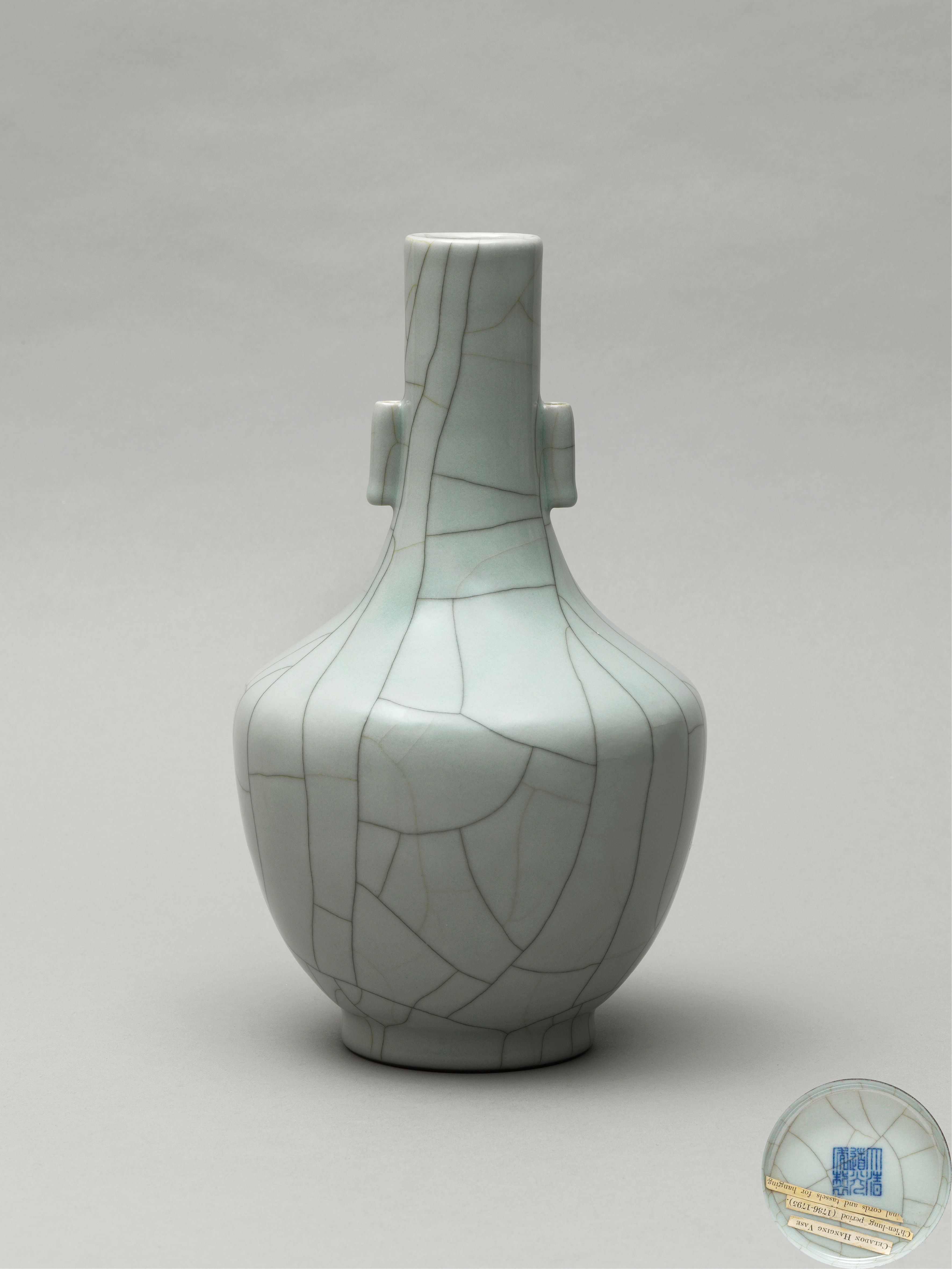 Lot 10 - A Guan-type arrow vase, Qing Dynasty, Daoguang six-character seal mark and of the period (1821-1850)