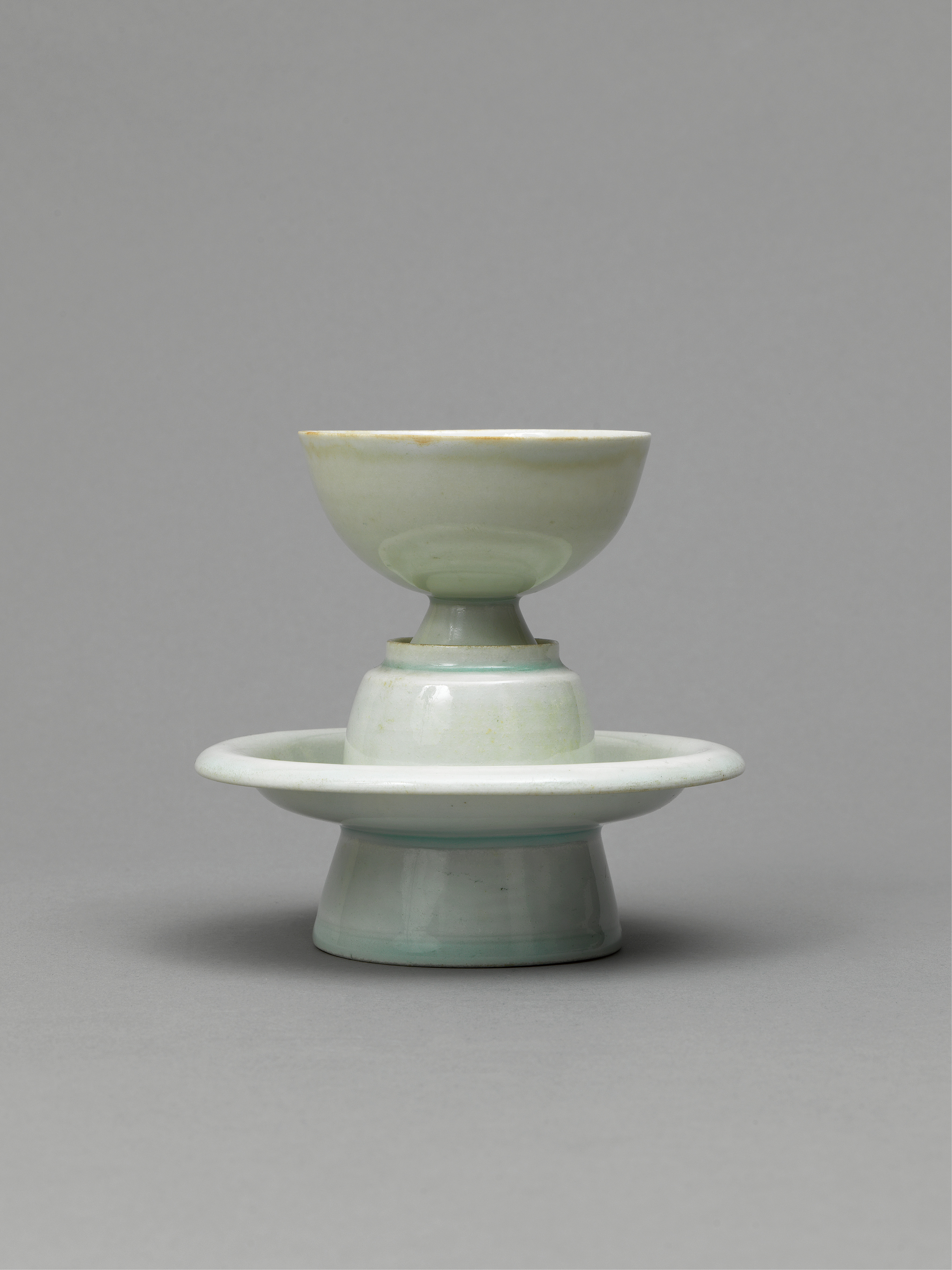 Lot 42 - A qingbai glazed cup and stand northern Song Dynasty (960-1127)