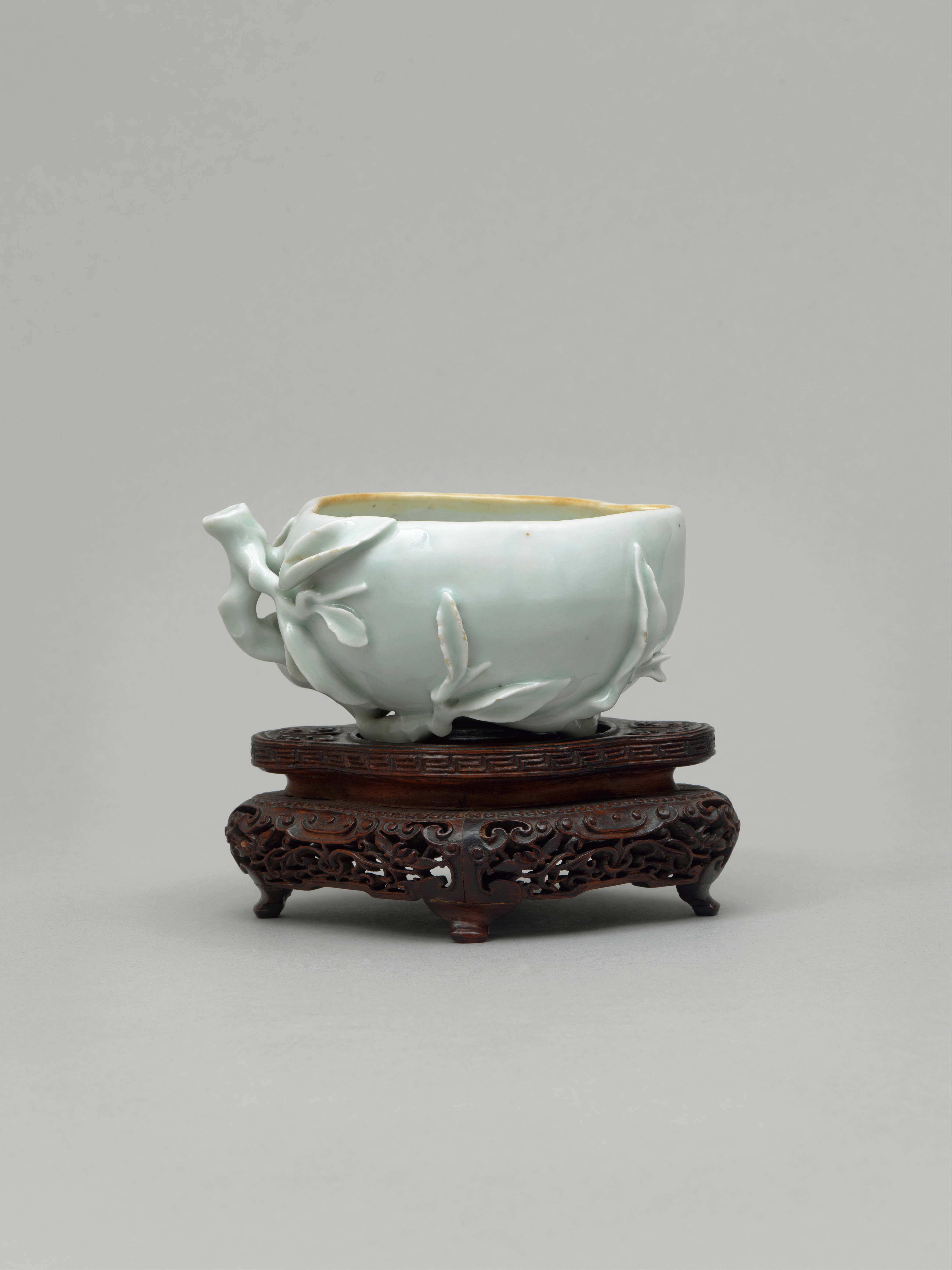 Lot 3 - A white glazed brush washier in the shape of a peach, Mid Qing, Late 17th-early 18th century